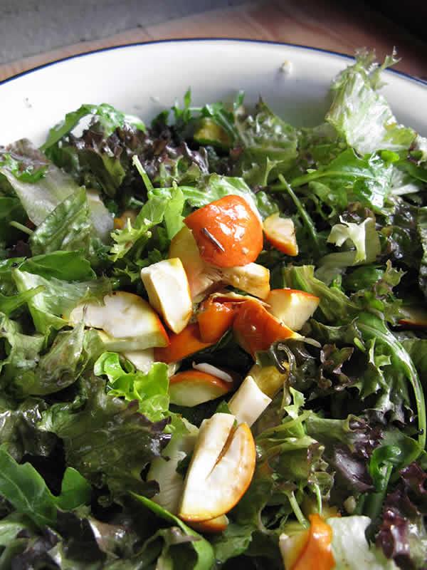 Πράσινη σαλάτα με αυγά τού καίσαρα