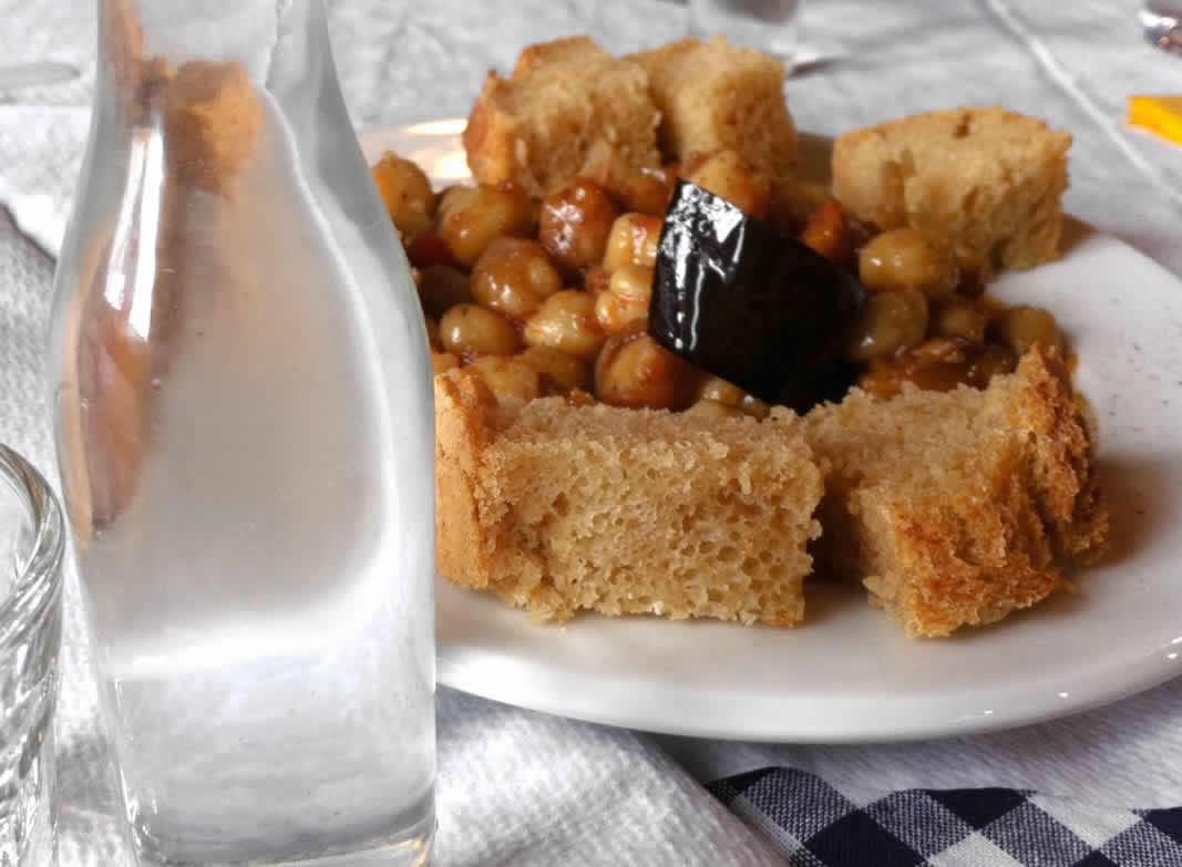 Τσίπουρο με μεζέ στα Ζαγοροχώρια | Εστιατόριο - καφέ Λίθος