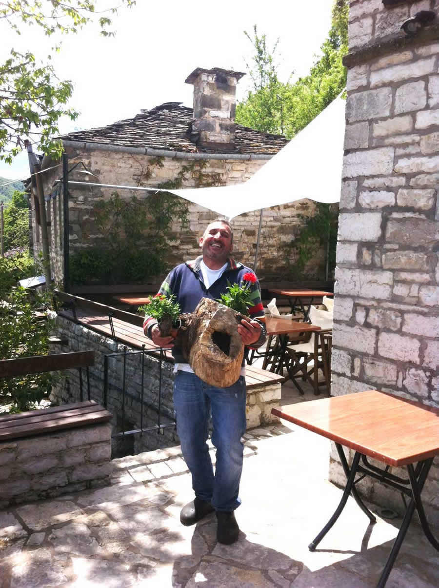 Άνοιξη στο Ζαγόρι, εστιατόριο - καφέ ΛΙΘΟΣ στο Δίλοφο