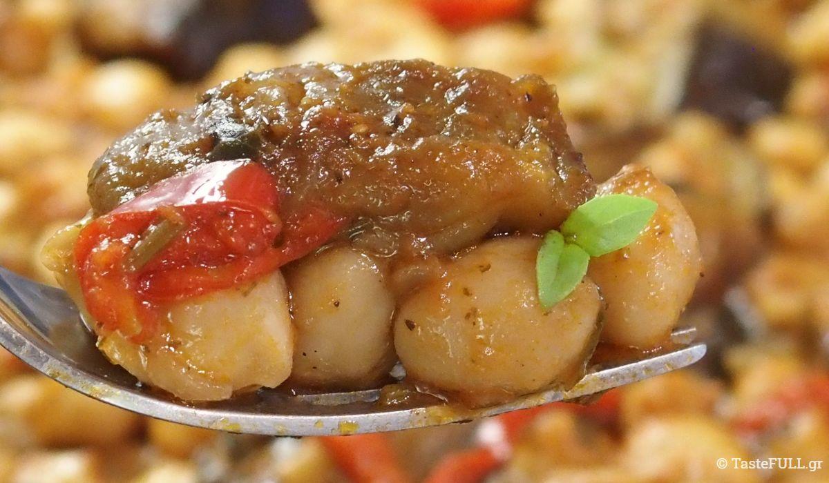 Στου Τάκη, στο εστιατόριοΛίθος Δίλοφοστα Ζαγόρια, έφαγα ρεβύθια με μελιτζάνες κι ήταν μέλι. Μου δίνει ο Τάκης την συνταγή και λέει να ξεφλουδίσω τα ρεβύθια