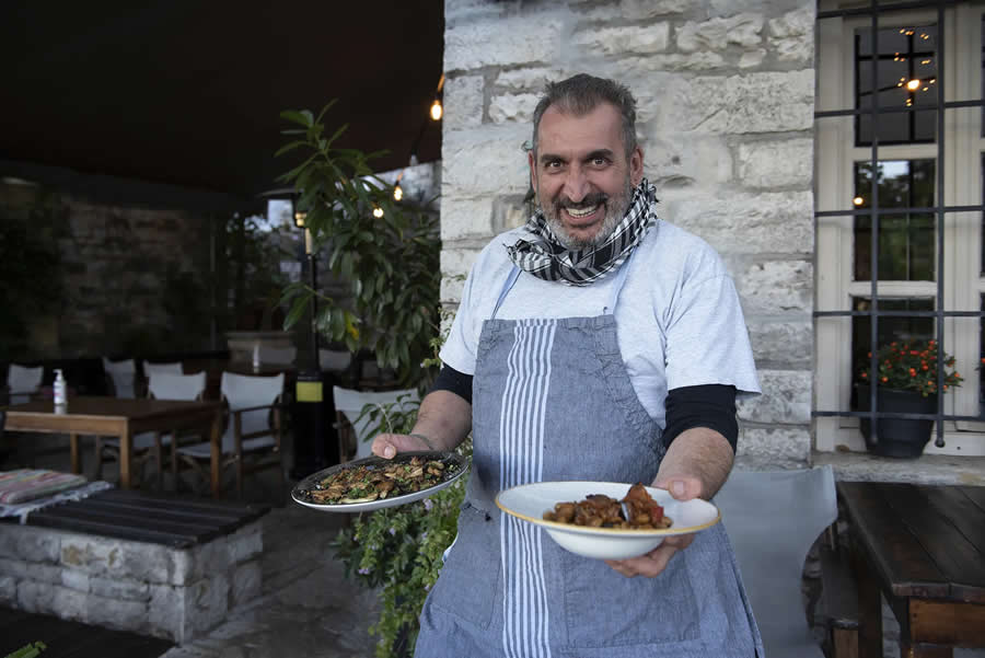 Tάκης Κουνάβος: Ένας εραστής της ζαγορίσιας κουζίνας, της απλής, αληθινής κουζίνας, χωρίς περιττές προσθήκες